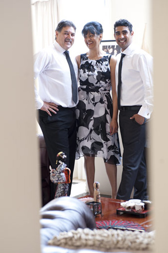 photo of groom and parents before melbourne wedding